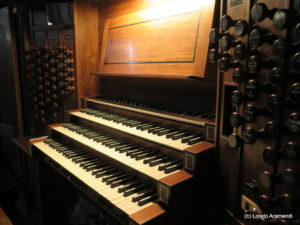 Santa Rita Organ - Keyboards
