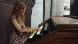 Loreto Aramendi en el órgano de Saint Sever