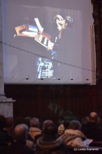 Concierto benéfico para el órgano Stoltz - Bergara - Pais Vasco - Loreto Aramendi durante el concierto