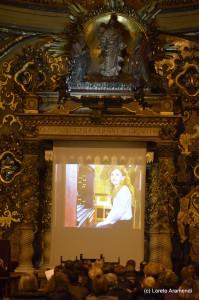 Loreto Aramendi saludando al publico