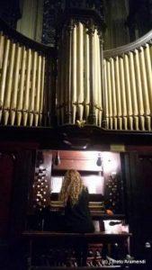 Loreto Aramendi a la consola del órgano Forster & Andrews (1882) - Iglesia Metodista - Buenos aires