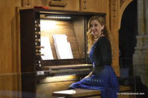 Loreto Aramendi al órgano de Caspe