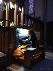 Loreto Aramendi al órgano de la catedral de Atlanta St Philip