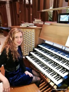 Loreto Aramendi al órgano de la catedral de Atlanta
