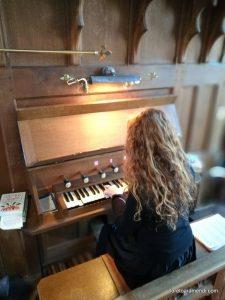 Loreto Aramendi al Órgano Morten & Taylor de Alburgh - Inglaterra