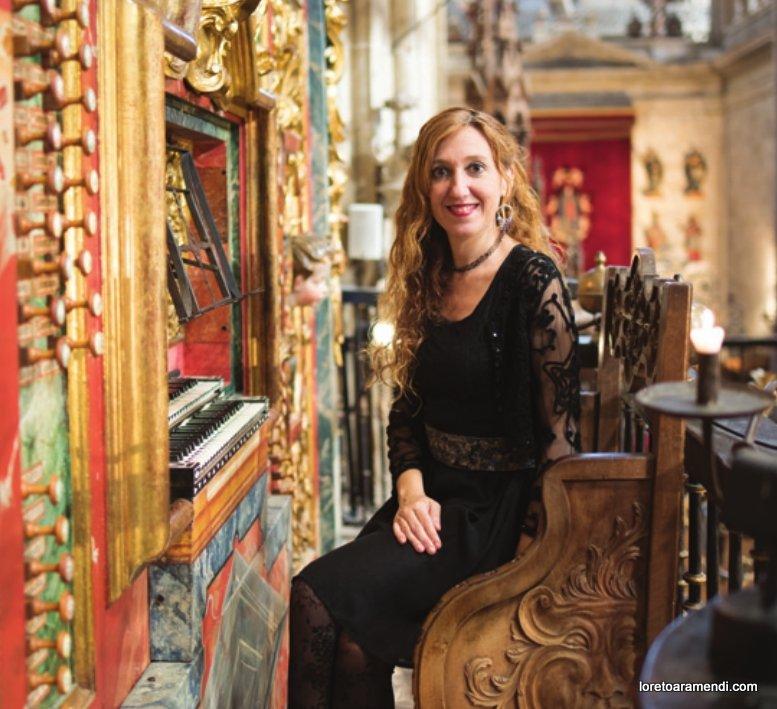 Loreto Aramendi al organo Pedro Echevarría de la Catedral de Salamanca
